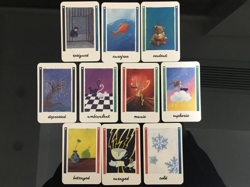16种情绪牌,这里只有10种,因为有6种只是左右换了下,插图和卡牌名称都一样的。仔细看的话会发现,每种情绪的两侧设计的都比较合理的。